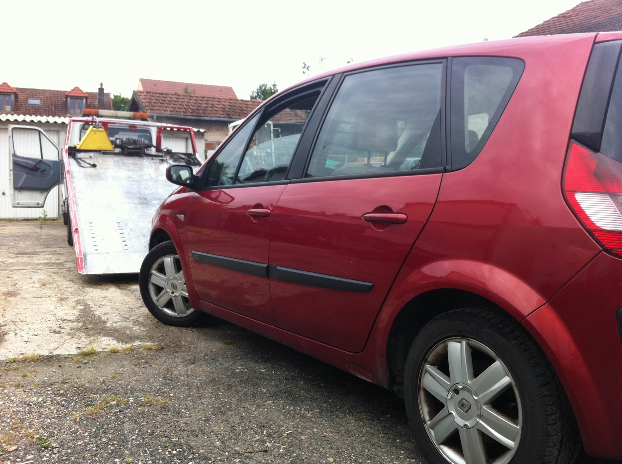 remorquage epave voiture camion scooter panne accidentee gagee hs brulee colombes