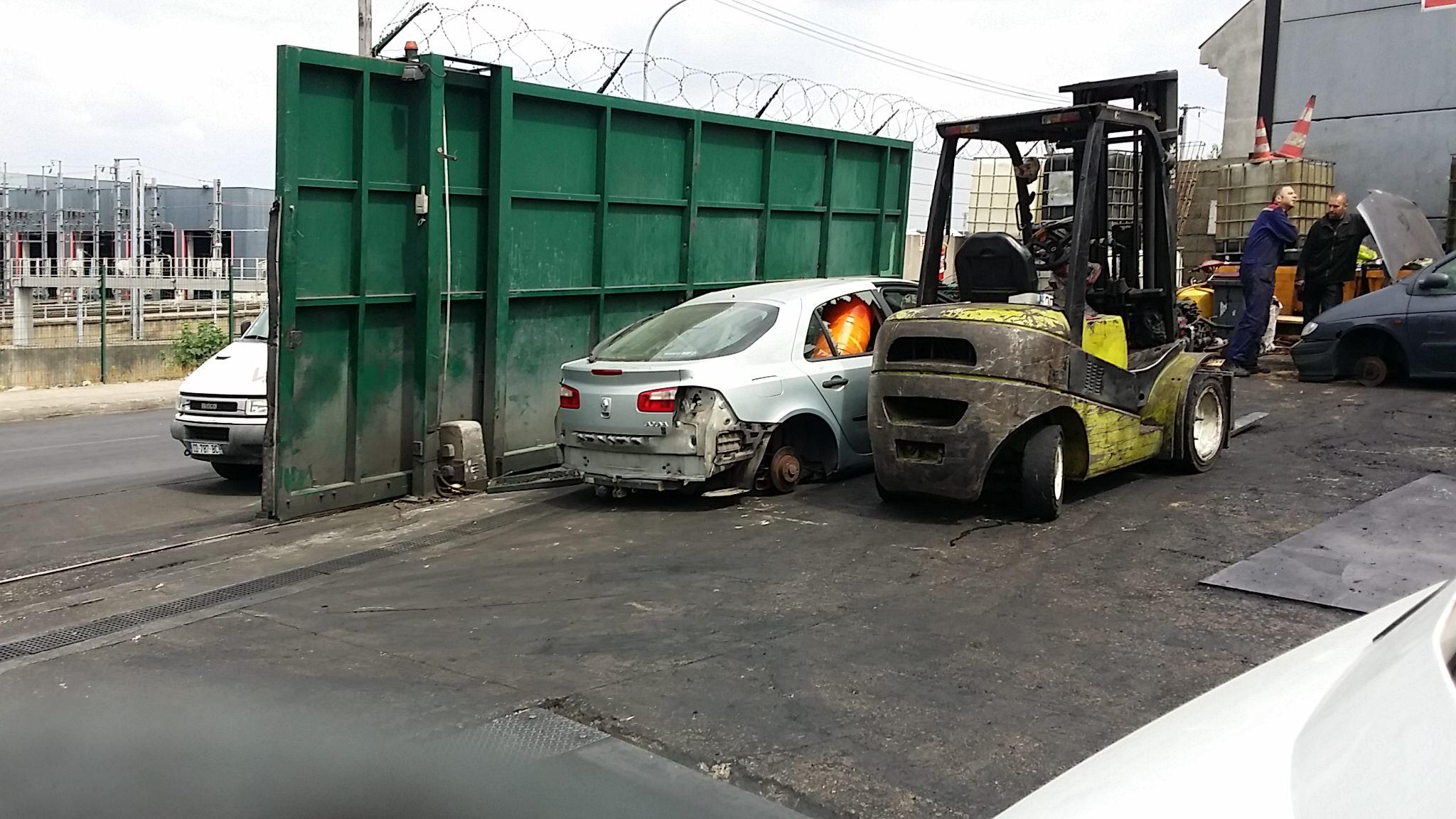Destruction voiture en panne accidentee gagee hs paris for Reprise voiture en panne garage